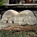 Fekvő süni szobor 30 cm
