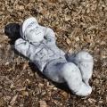 Fekvő kisfiú szobor ba 104