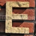 Házszám betű E