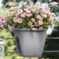 Kvetináče na zábradlie