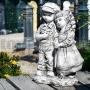Chlapec a dievča z betónu gb