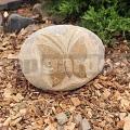 Reliéf motýľ z kameňa