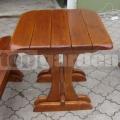 Štvorcový záhradný stôl